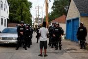 بالفيديو - «أنا حامل»... الاستغاثة الأخيرة لامرأة أميركية أمام ضابط شرطة قتلها