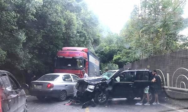 حادث سير على طريق ملتقى النهرين ادى الى قطع الطريق