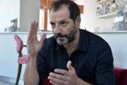 اختراق صفحة عادل كرم على فيسبوك ... 'توقف عن نشر الفتنة'