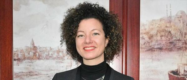 بالفيديو ... هكذا احتجت نائبة نمساوية على قرار حظر الحجاب