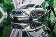 صناعة السيارات تندفع لشطب الوظائف وسط أزمة وجودية