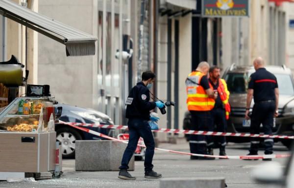 فرنسا ... تفجير حقيبة ملغومة يصيب 13 شخصاََ وسط مدينة «ليون»