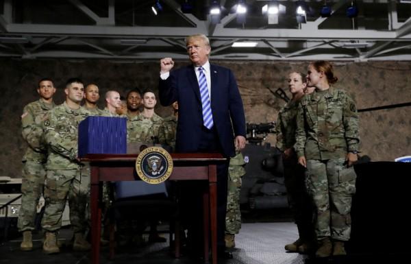 ترامب يقرر إرسال 1500 جندي إضافي إلى الخليج لـ «حماية» الشرق الأوسط
