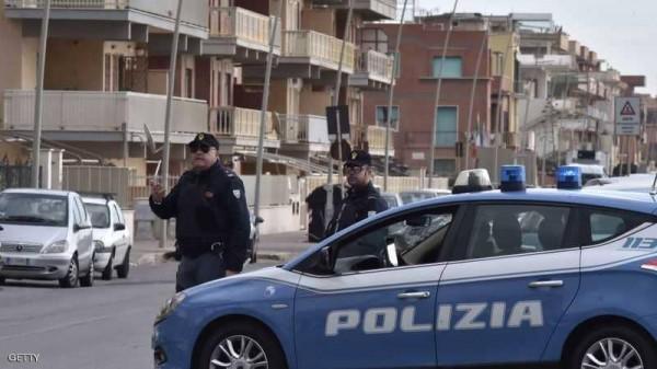 الشرطة الإيطالية تضبط رجلا بحوزته أكثر من مليون يورو داخل سيارته