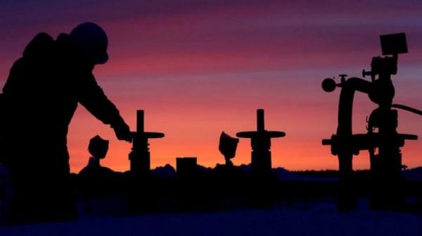 النفط يتعافى لكنه بصدد أكبر خسارة أسبوعية منذ بداية عام 2019