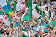 الجزائر: «مليونيات الجمعة» تطالب قائد الجيش بـ«رفع يده عن حراك الكرامة»