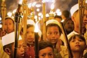 مصارعة ونار.. تعرّف على أغرب عادات المسلمين في العيد
