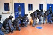 اقتحام سجن عسقلان قبل يوم من إضراب الأسرى