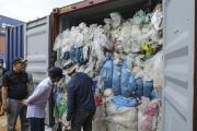 إندونيسيا ترجع خمس حاويات نفايات إلى أميركا