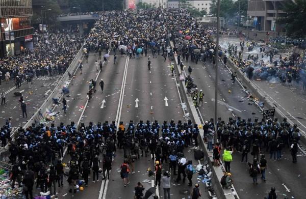 أمام ثورات الشعوب.. هل تقف أوروبا مع المبادئ أم المصالح؟
