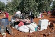 نازحون في شمال غربي سوريا يبيعون أثاث بيوتهم ومقتنياتهم لتأمين قوتهم