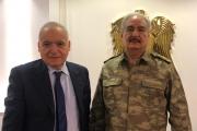 صورة لـ'حفتر' تشغل رواد 'تويتر'.. يرتدي بدلة عسكرية تركية؟