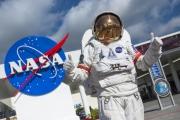 كيف روجت ناسا لسحر السفر إلى الفضاء؟