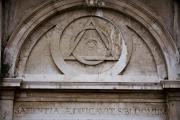 الماسونية والمتنورون والنبي الكاذب.. ما هي حقيقة نظريات المؤامرة؟