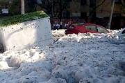 بالفيديو ... عاصفة بَرَد قوية تدفن السيارات في المكسيك وسط الصيف