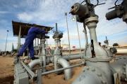 أكبر معارك ليبيا القادمة وأخطرها.. كيف نغّصت آبار النفط حياة أغنى دولة إفريقية بالبترول؟