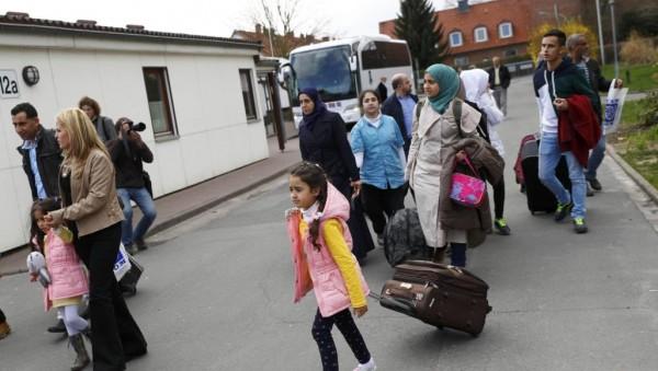 ألمانيا تشجع عودة اللاجئين السوريين وتموّل رحلاتهم إلى بلادهم