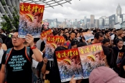 أُمتان في دولة واحدة.. 5 اختلافات كبرى تجعل سكان هونغ كونغ يخشون ما ستفعله بهم الصين
