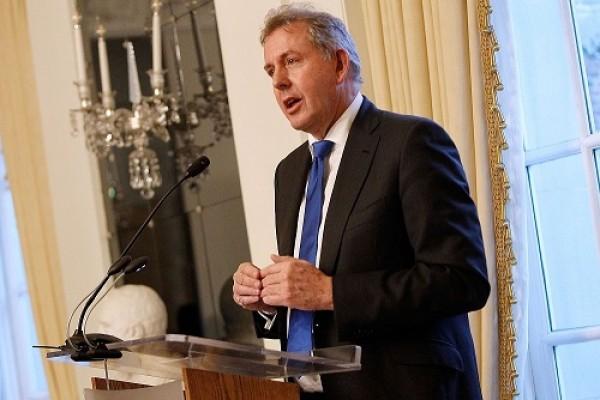 أزمة التسريبات تُطيح بسفير لندن بواشنطن