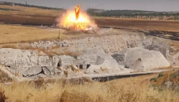 بالفيديو ... استهداف مركز للدفاع المدني بـ 14 غارة في خان شيخون