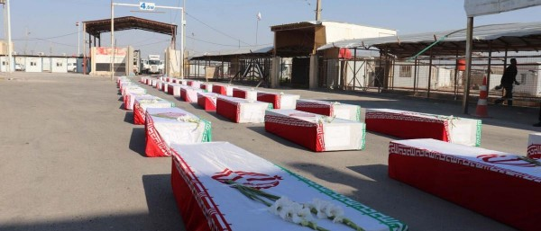 إيران تتسلم من العراق رفات 44 عسكرياً.. ما قصتهم؟