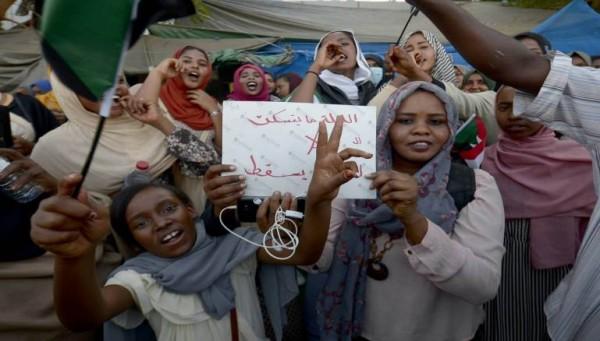 ناشطون سودانيون: استعدنا الإنترنت!