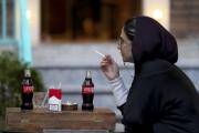 الشباب الإيرانيون يفضلون طعم الحياة الأميركية