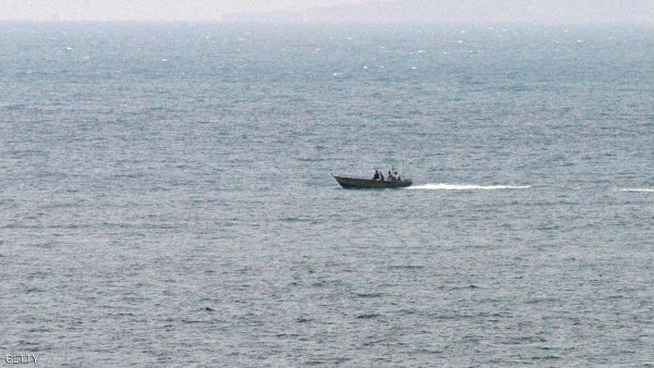 سفينة إيرانية تعطل نشاط 30 ألف صياد يمني في البحر الأحمر