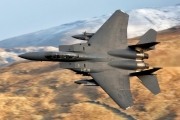 ماذا سيحدث لو دخلت الصين والولايات المتحدة في حرب جوية؟ طيار أمريكي يُجيب