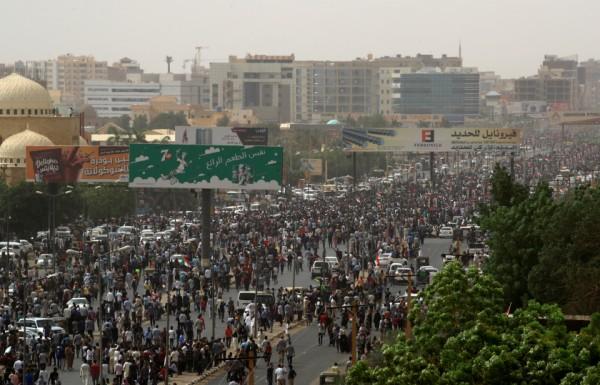 استمرار اعتقال قادة سودانيين في الجيش والمخابرات محسوبين على الإسلاميين والبشير