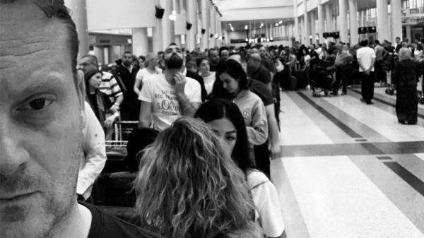 بالصور ... زحمة المطار بعدسة مراسل 'بي بي سي'