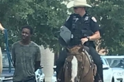 العبودية في أميركا.. شرطة 'تكساس' تعتذر عن 'جر' رجل أسود بحبل بعد اعتقاله