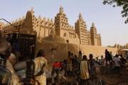 حكاية المسجد الذي يعاد بناؤه سنويا