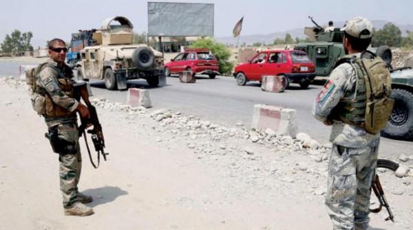 «طالبان» والمبعوث الأميركي يوقعان «سلام أفغانستان» بعد العيد