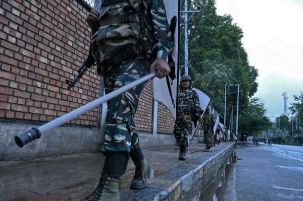 الهند تعيد فرض الإجراءات الأمنية المشددة في كشمير