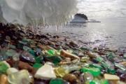 شاطئ الأحجار الزجاجية في فلاديفوستوك يشكو من تدفق السياح