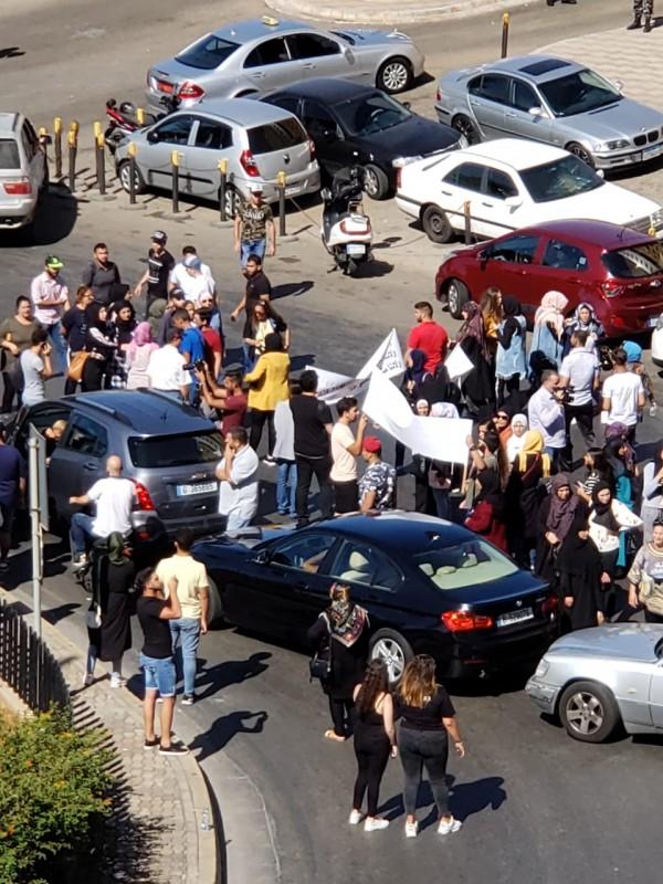بالصور: اعتصامٌ طلابي أمام مبنى 'التربية' والطّريق قُطعت!