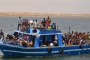 «اليأس» يدفع مهاجرين لإلقاء أنفسهم في المياه الإيطالية بعد 17 يوماً دون إغاثة