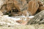 'حزب الله'طُرد من معلولا: من نَهَبَ دير مارتقلا؟