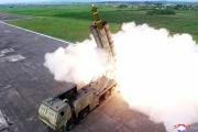 قاذفة صواريخ عملاقة متعددة الفوهات تكشف عنها كوريا الشمالية