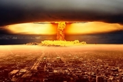 ماذا يحدث لو ضرب ترامب الأعاصير بالقنابل النووية؟