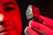 اكتشاف نيزك به معدن بلا مثيل في الطبيعة، يحتوي على ندوب عميقة تعود لمليون عام