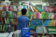 القانون يحظر إلزام التلميذ بشراء الكتب من المدرسة ومنعه من استخدام كتب مستعملة
