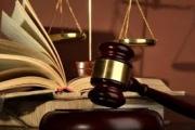 صحافي یهدّد قاضیاً في قلب قصر العدل ویعتدي على ملكیته الفكریة والقاضي یدّعي
