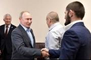 بالفيديو.. ماذا قال بوتين لنورمحمدوف بعد فوزه على بوارييه