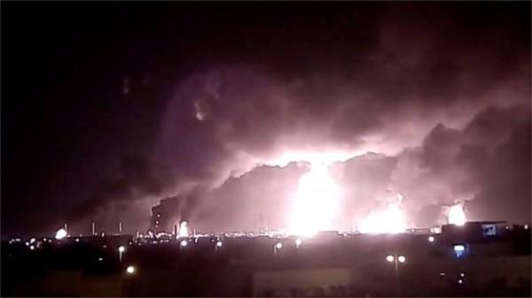 التايمز: ضرب منشآت نفط سعودية يزيد من عدم استقرار المنطقة