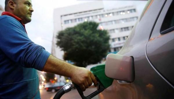 «أزمة محروقات» تطل برأسها في لبنان مع شح العملة الصعبة