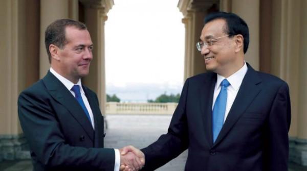 روسيا تبتعد أكثر عن «الدولار» وتعزز توجهها شرقاً