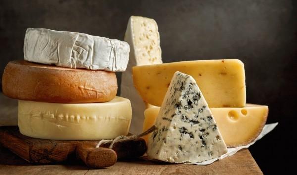 تناول الجبن يوميا يحمي الأوعية الدموية من التلف