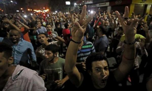 المصريون ينزلون إلى الشوارع للمطالبة برحيل السيسي